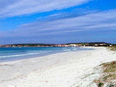 Mandriola a pochi passi dalla spiaggia ampia casa vacanze con 7 posti letto..!