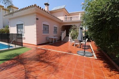 Villa Celia Torremolinos. Con piscina climatizada