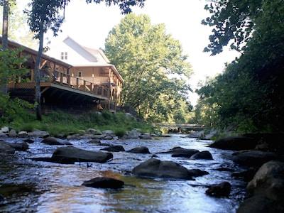 McRitchie Winery and Ciderworks, Thurmond, North Carolina, United States of America