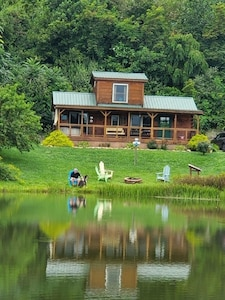 'It's Time To Unwine' HOT TUB, waterfront and viewing the BlueRidge Parkway