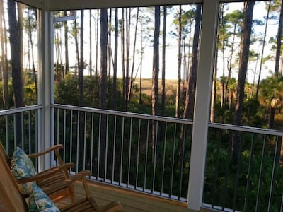 Romantic&Secluded BayFront Cottage/Private Porch/Dogs OK/Self Check-In&Out/WiFi