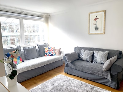 Sofa, sofabed, table & 5 chairs, TV, DVD, Netflix & wifi, blackout blind