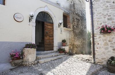 """EcoVacanze """"Le Dispense"""" appartamento montagana/lago,borgo medioevale, 80km Roma"""