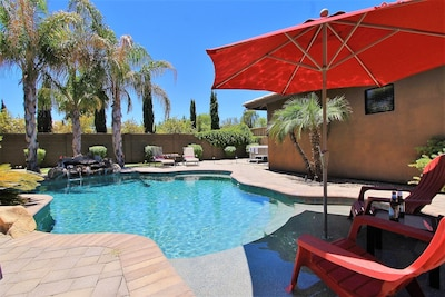 This property has it's own pool, spa, putting green and BBQ for outdoor fun.