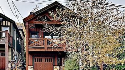 Beautiful 3 bd/3 ba house short walk/ 200 yards to town ski lift/main street