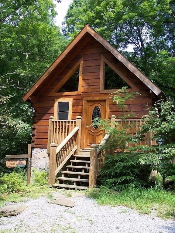 Cozy Romantic Log Cabin Jacuzzi Very Private Deck W Hot Tub Gatlinburg