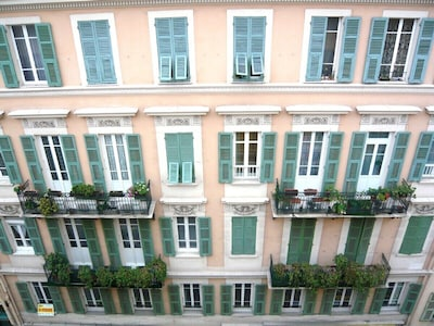Luxury apartment in the heart of nice (Sleeps upto 6)