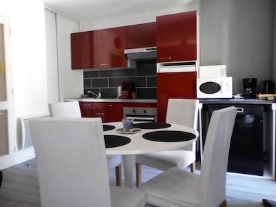 salle à manger  avec cuisine équipée - lave vaisselles