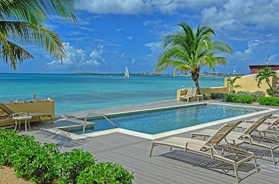 La Siesta pool deck with direct access to beach