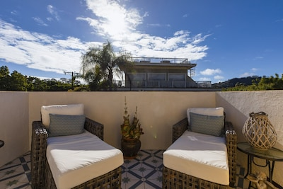 A+ location - Historic West Beach - 2 blocks to beach & town; Private parking