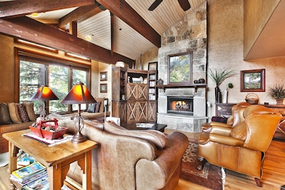 Spacious Living Room w/Soaring Wood-Beamed Ceiling and Windows - Mountain Views!