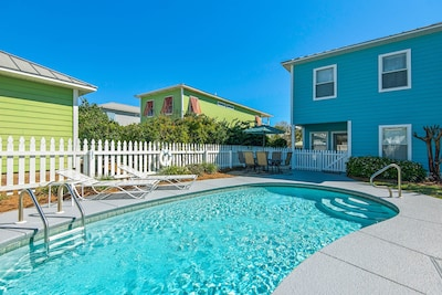 Nice Pool and Carriage House in Back Yard