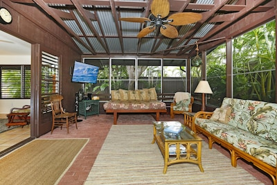 Welcome to your beach cottage. Large 55' inch flat screen to watch football!