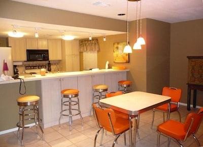 Dining/Breakfast Area, Table & Bar Stools
