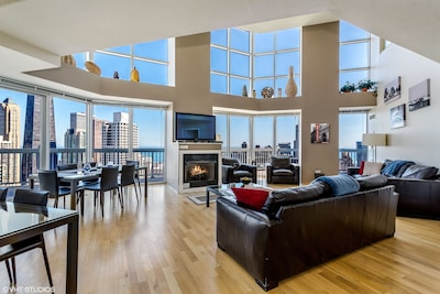 Living room/dining room.