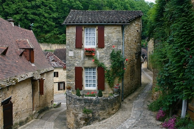 Picturesque Petite Maison in the village of Beynac France