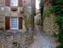 La Petite Maison on cobbled path to Chateau