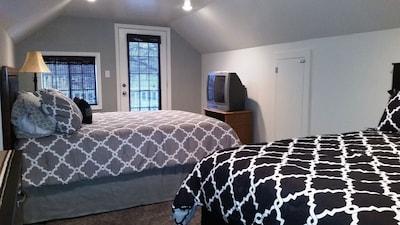 Upstairs bedroom, 2 queen beds.