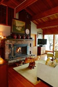 Wood burning Fireplace Oct - April for romantic winter nights. PLUS 55' Smart TV