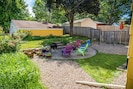 Large and inviting backyard for relaxing and enetertaining