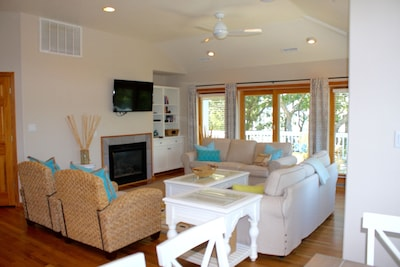 Bright, clean living room; new furniture, smart TV, sliders to deck...