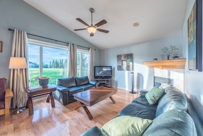 Huge Home for your group! Mins to Airport!