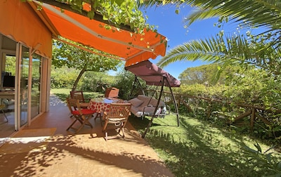 SOL, NATURALEZA Y PLAYA. Acogedor, soleado, gran jardín con vistas a pinares