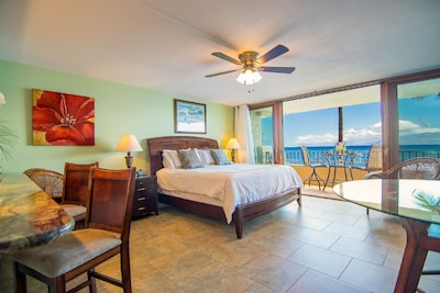 WAKE UP TO THE BREATHTAKING VIEWS OF THE OCEAN!