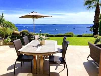 Terrasse et jardin avec vue mer face à: Iles de Lerins,Cannes,Antibes,T héoule