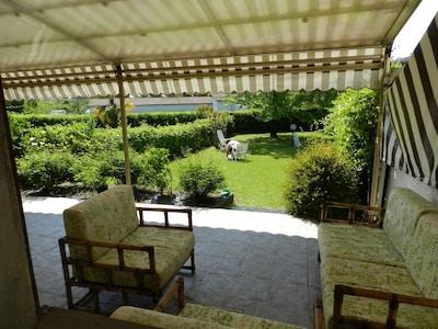 Appartamento con giardino privato in residence con piscina e tennis