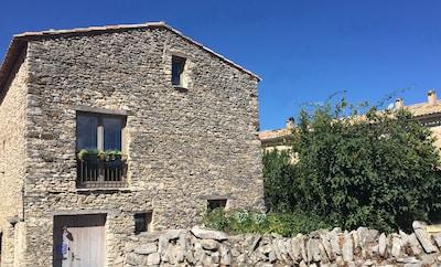 Main entrance, La Grange de la Lavande.