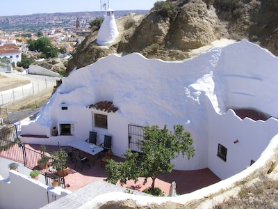 """Cueva Almendro"" et le quartier"