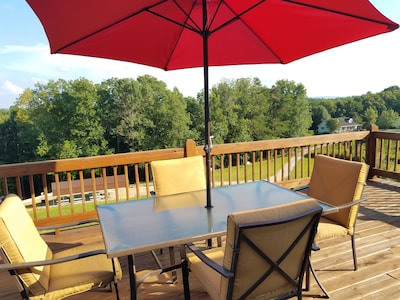 Upper deck with table, 4 chairs and umbrella
