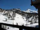 Vue sur la montagne, prise du balcon.