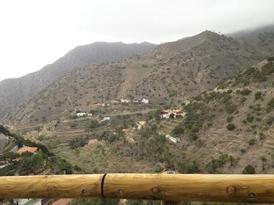 Casa rural con terraza enclavado en un hermoso paisaje