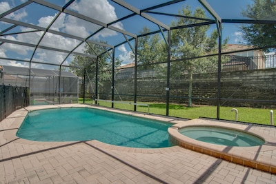 Pool Deck with Screen