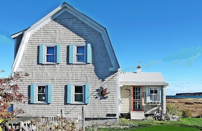 A picture-perfect Down East Maine seaside cottage.