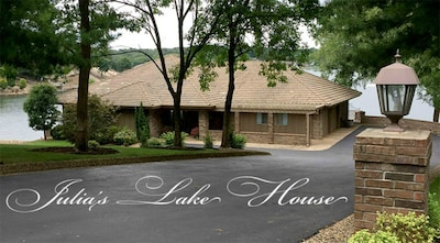 Luxury Lake Front Vacation Rental  4 Seasons Staycation Reunion Work Remotely
