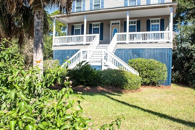 Ocean View/Seclusion+ privacy- just steps to the beach. Sleeps 15