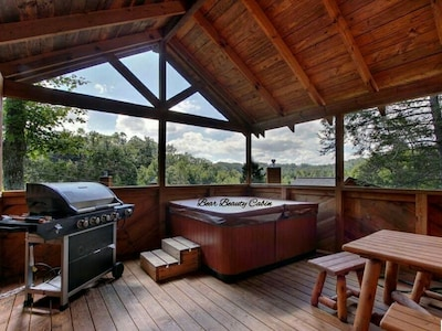 Rustic Elegant Playful Mountain Cabin Prime Location, games galore