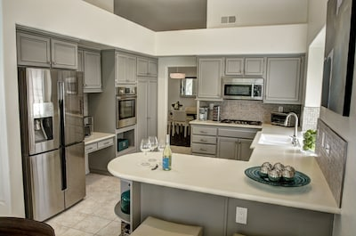 Fully remodeled kitchen, high end Bosch appliances. Fully equipped for cooking
