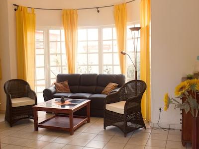 Villa Dali - Das Kuppeldach und der Erker des Wohnzimmers geben der Villa Dali sein besonderes Flair.