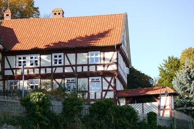 Unser Haus, mit dem Blick auf das Hoftor,die Einfahrt für unsere Gäste !