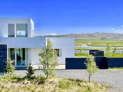 Luxury in the heart of the Golden Circle with a breathtaking river/mountain view