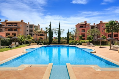 Vilamoura Luxurious PENTHOUSE by the golf, WIFI, Cable TV, 2 pools