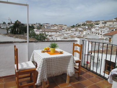 Casa de pueblo con piscina comunitaria y terraza privada más WIFI