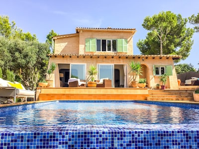 Family Villa with Infinity Pool in Santa Ponsa