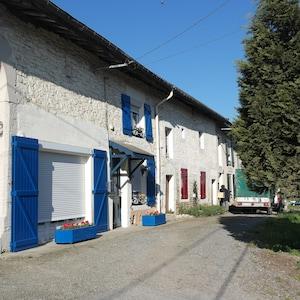 la facade du logement avec son chemin privé