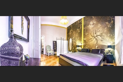 Bourgeois Bohéme Apt in the heart Budapest, 1 min walk from the Jew. Synagoghue