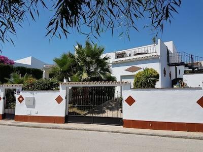 Impresionante villa de estilo marroquí con piscina privada